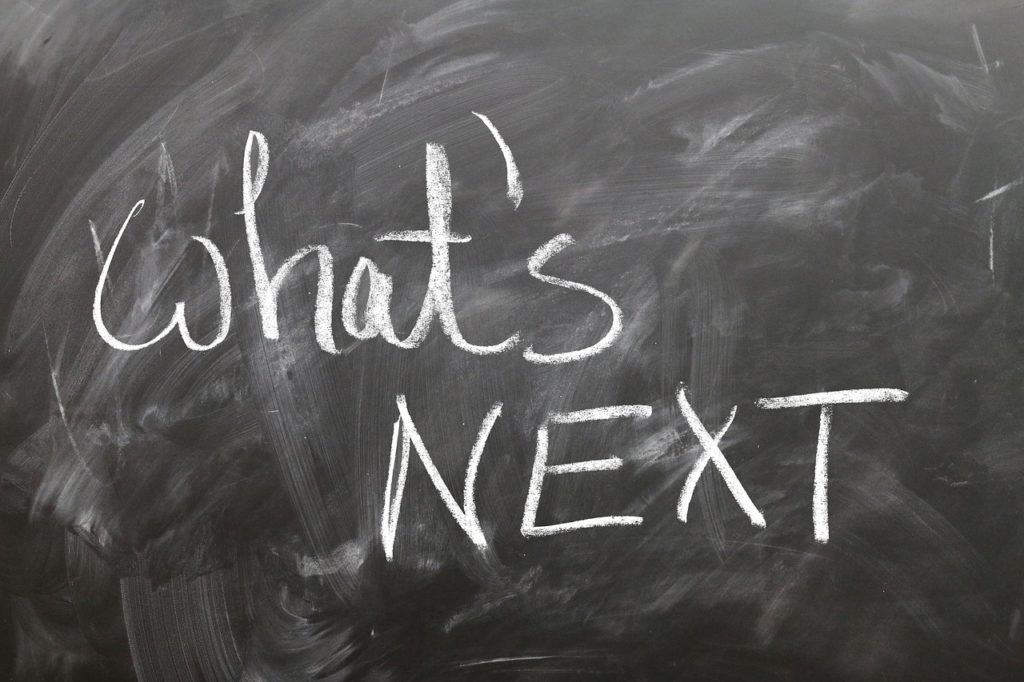 what's nextと書かれた黒板