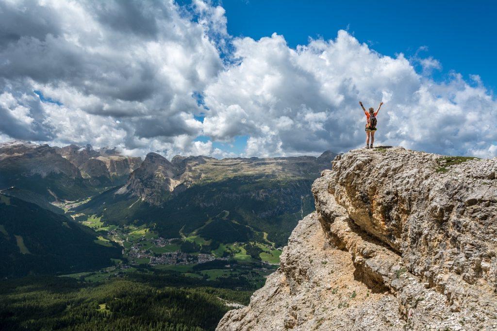 山に一人でいる人
