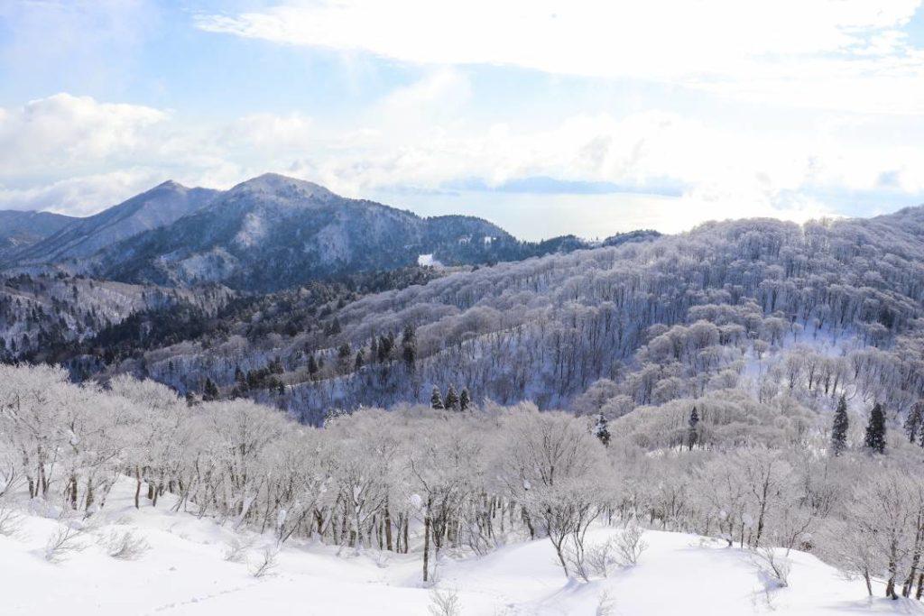 武奈ケ岳山頂から琵琶湖を望む眺め