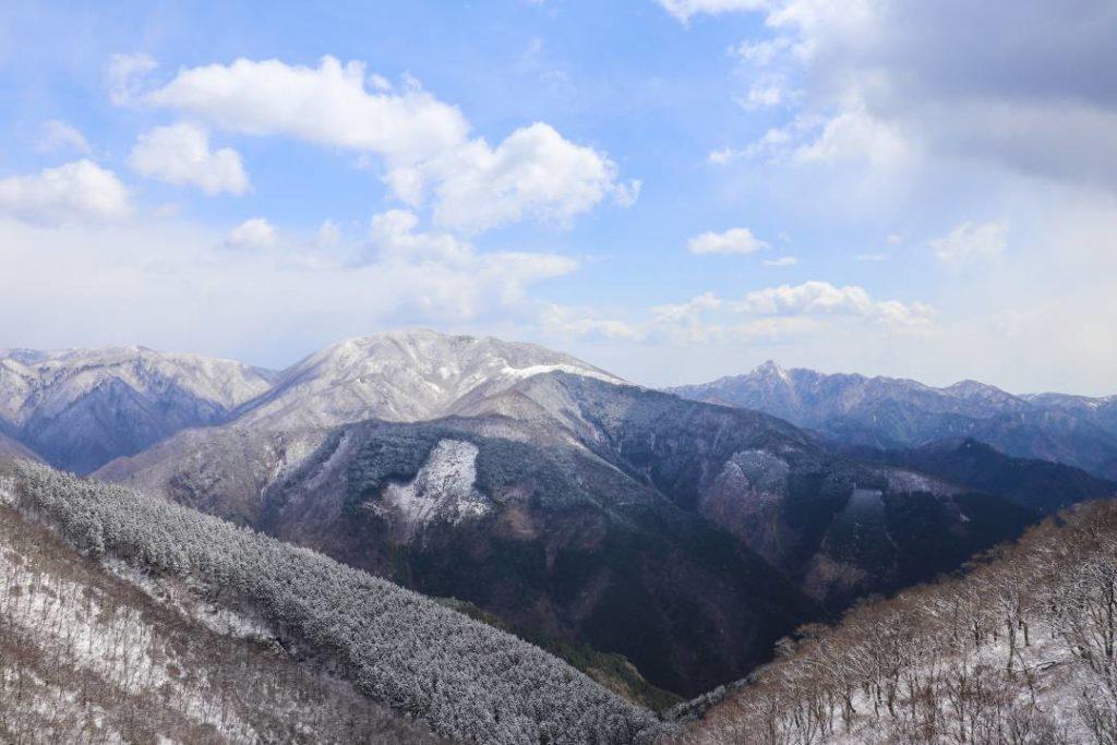 綿向山山頂からの鈴鹿山脈の眺め